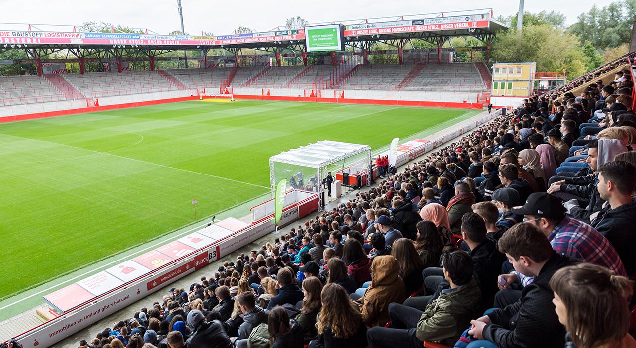Immatrikulationsfeier im Stadion in der Alten Försterei