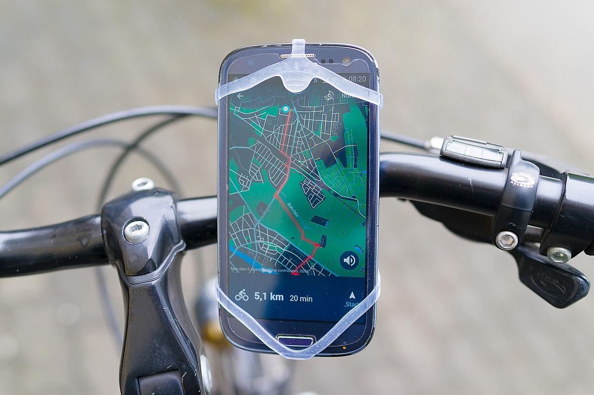 Smartphonehalterung an einem Fahrradlenker
