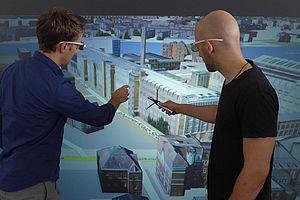 Zwei Männer mit VR-Brillen