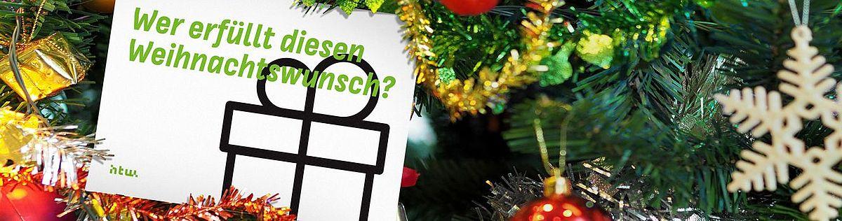 """Weihnachtsbaum mit einer Karte mit der Aufschrift """"Wer erfüllt diesen Weihnachtswunsch?"""""""