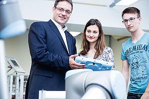 Stephan Schäfer mit Studierenden