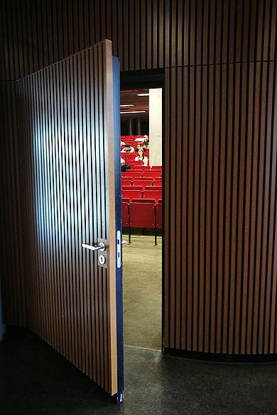 Blick in den Hörsaal von Gebäude G auf dem Campus Wilhelminenhof