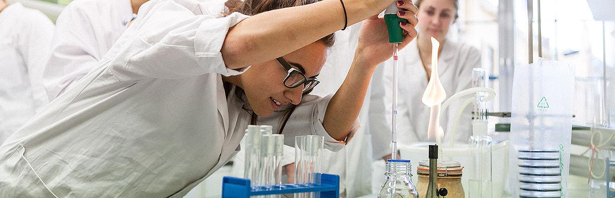 Experimentieren im Life-Science-Labor der HTW Berlin